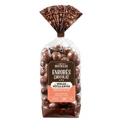 Cereals coated with milk chocolate and sparkling sugar